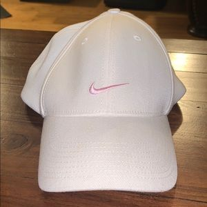 Nike Women's Heritage Golf Fitted Hat